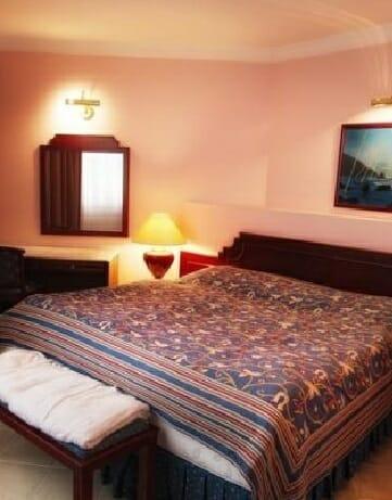 Presidential-King-Suite-Najluxusnejší-Apartmán-izba-a-ubytovanie-v-Bardejove-hotel-Bellevue-5-870×400